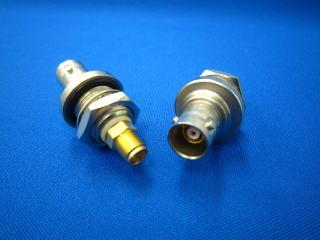 気密型 トライアキシャル 3-lug /SMA変換コネクター